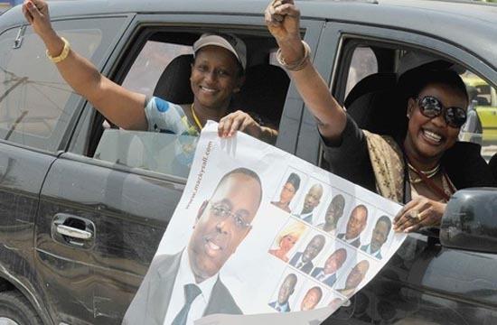 Campagne législatives BBY : Macky ordonne finalement qu'on enlève ses affiches