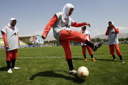 Football: la Fifa autorise le port du voile chez les féminines