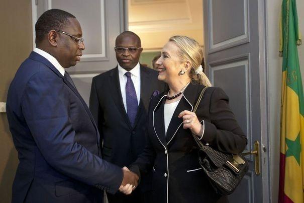 Hillary Clinton quitte le Sénégal pour l'Ouganda et le Soudan du Sud
