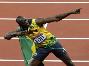 Le Jamaïcain Usain Bolt fête à sa manière habituelle sa victoire au 100m, dimanche 5 août.