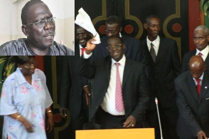 Le président de l'Assemblée nationale, Moustapha Niasse agitant un foulard blanc et le président du groupe parlementaire de la majorité, Moustapha Diakhaté (Montage PressAfrik)
