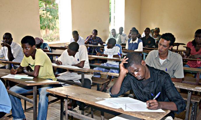 Diourbel : 15 élèves accusés de tricherie à l'aide de leur téléphone portable sommés d'arrêter les examens