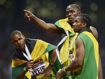 Le podium du 200 mètres avec : Warren Weir (g), Usain Bolt et Yohan Blake (d), le 9 aôut 2012.