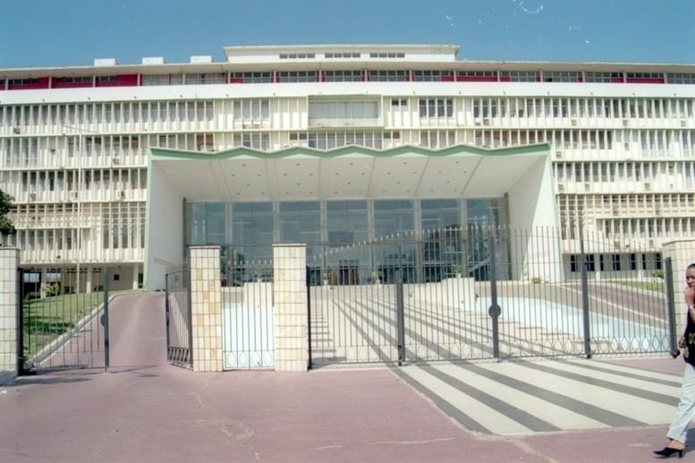Questionnements sur une commande de véhicules à l'Assemblée Nationale