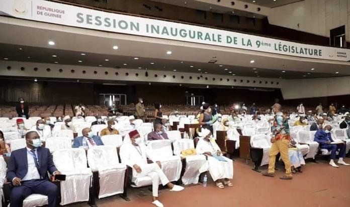 Guinée : les députés votent la prorogation de l'Etat d'urgence sanitaire jusqu'au 15 juin
