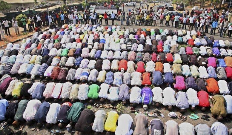Alors que les musulmans célèbrent la fin du ramadan, au Nigeria et au Mali la fête a un goût amer