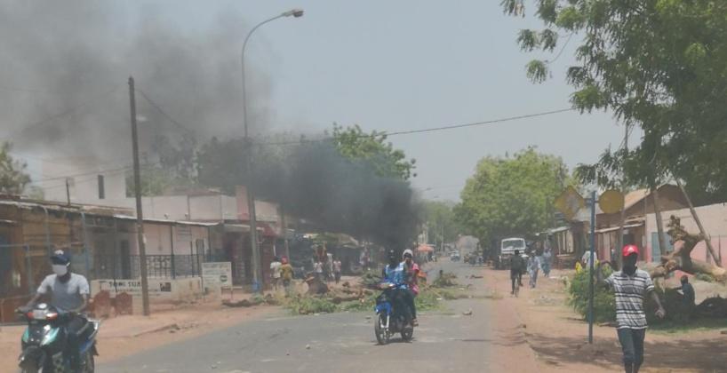 Tambacounda: les conducteurs de moto-jakarta mettent la ville sens dessus dessous pour la réclamer la reprise de leur activité de transport