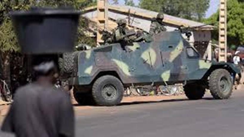 Gambie: l'armée sénégalaise franchit la frontière et suscite des réactions d'indignation