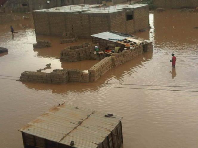 Les fortes pluies ravagent et plongent la banlieue dans le chaos