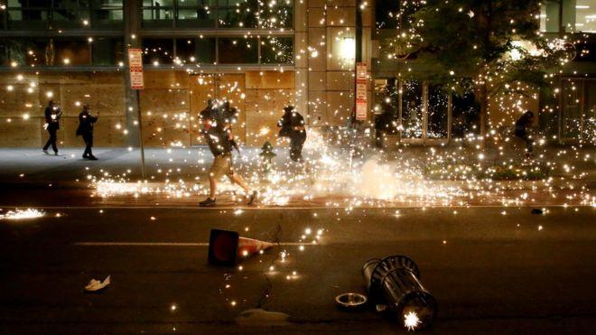Mort de George Floyd : la violence éclate au sixième jour des manifestations