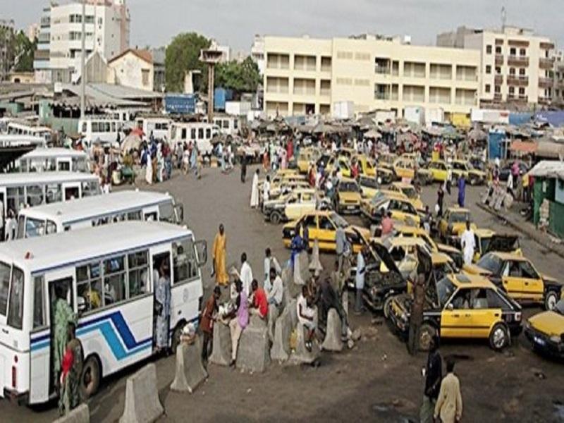 Grève des chauffeurs et transporteurs du Sénégal : des pneus brûlés à Thiès, un sit-in organisé à Diourbel