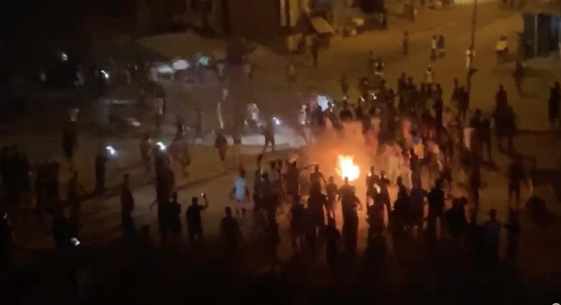 Les émeutes anti-couvre-feu continuent au Sénégal: Dakar et Kaolack s'embrasent, l'armée descend à Niary Tally