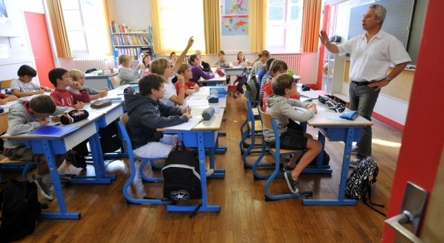 Education nationale: les socialistes français face à leur première rentrée des classes