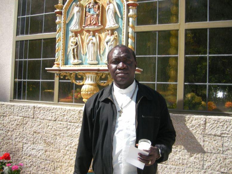 L'abbé Epiphane Maïssa Mbengue au sanctuaire d'Heroldsbach-Allemagne 30.7.1 ©Dr.P.Herzberger-Fofana