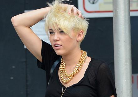 Miley cyrus : Elle échappe à un fan dérangé et armé!