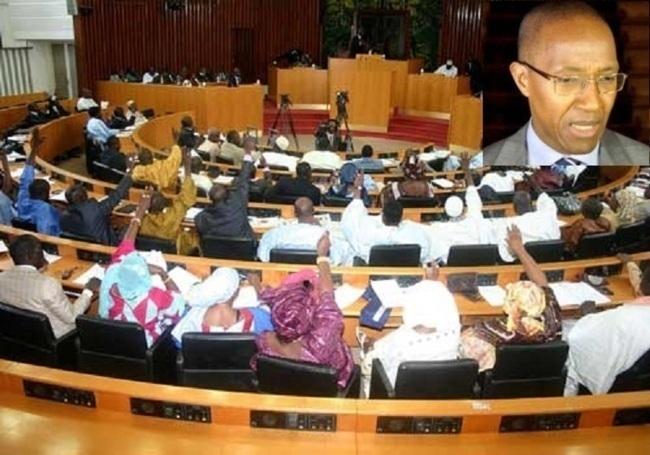 Direct Assemblée nationale: Le Premier ministre Abdoul Mbaye décline sa feuille de route