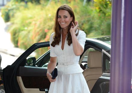 Kate et William trinquent à l'eau : le prince solidaire de sa femme ?