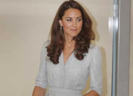 Kate Middleton ravissante en robe plissée soleil Jenny Packham
