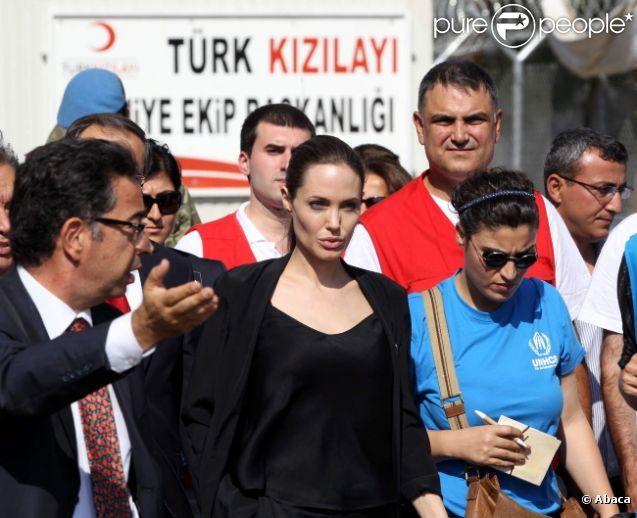 Angelina Jolie : Radieuse en Turquie, elle tire la sonnette d'alarme