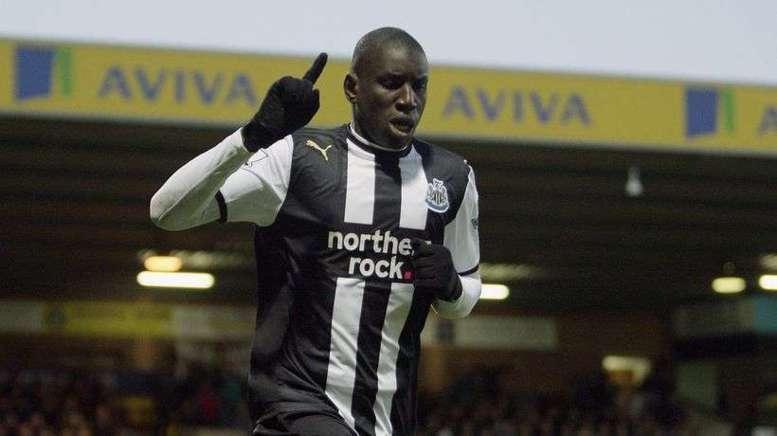 Everton vs New Castle: Demba Ba signe un doublé et entre dans la légende