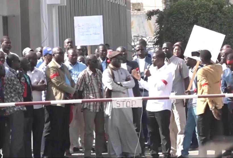 """RTS: les travailleurs dénoncent une mauvaise gestion de la Direction générale et """"une prise de position écoeurante"""" des amicales ACARTS et AJRTS"""