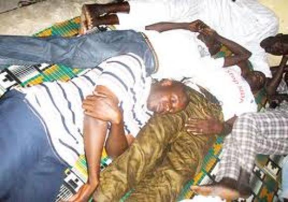 Président Macky SALL, faites cesser ces brutalités policières contre des citoyens pacifiques qui revendiquent leur droit ; s'attaquer sauvagement à des non-voyants dans la rue est révoltant !