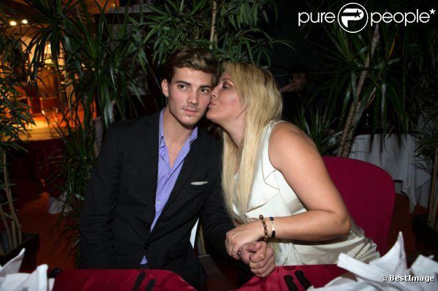 Loana et Michael Champion, ex de Paris Hilton : collés-serrés lors de la soirée organisée par Massimo Gargia au salon des antiquaires à Paris le 22 septembre 2012