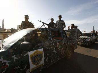 Une unité de l'armée régulière libyenne en route pour désarmer une milice illégale, le 23 septembre 2012 à Tripoli.