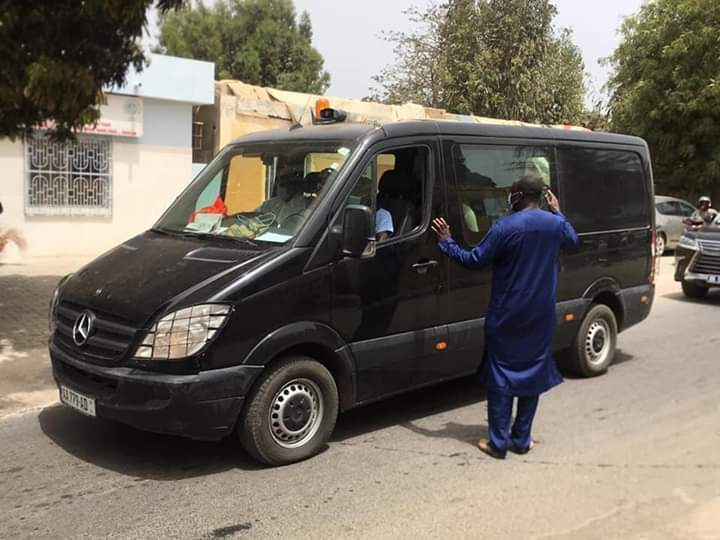 Le convoi funéraire transportant la dépouille de Serigne Pape Malick Sy a quitté l'hôpital Principal pour Tivaouane