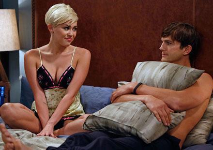 Oh my god : Miley Cyrus et Ashton Kutcher surpris dans le même lit !