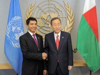 Andry Rajoelina (g) et Ban Ki-moon lors de l'Assemblée générale des Nations unies le 24 septembre 2012, à New York