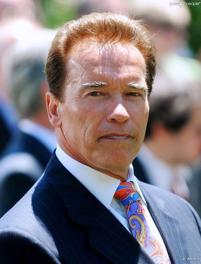 People. Arnold Schwarzenegger : Larmes aux yeux, il est forcé à assumer son adultère