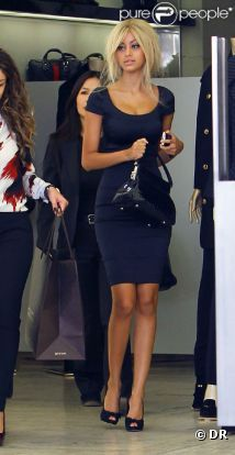 Zahia, victime d'usurpation d'identité, joue les fashion girls à Beverly Hills