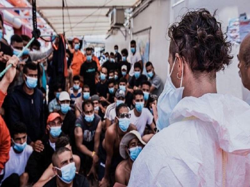 Crise des migrants en Italie: 180 migrants autorisés à quitter le navire de sauvetage