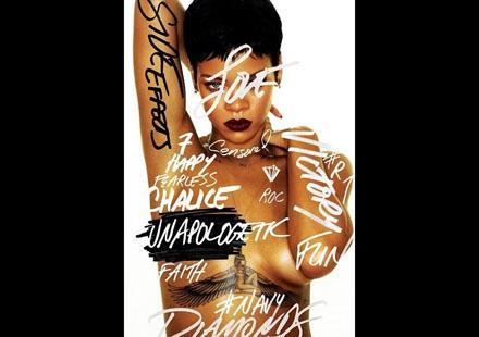 PHOTOS Rihanna : super sexy seins nus pour Unapologetic