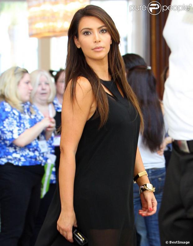 Kim Kardashian : Toujours aussi ravissante quand sa soeur montre son derrière