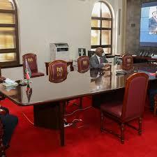 Au Kenya, le virus pousse le sommet de l'État à se calfeutrer