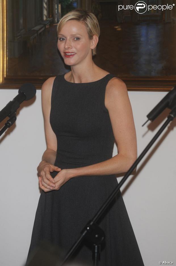 La princesse Charlene élégante au côté du prince Albert à Varsovie