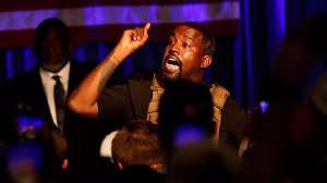 Présidentielle américaine : en larmes, Kanye West lance sa campagne lors d'un meeting décousu