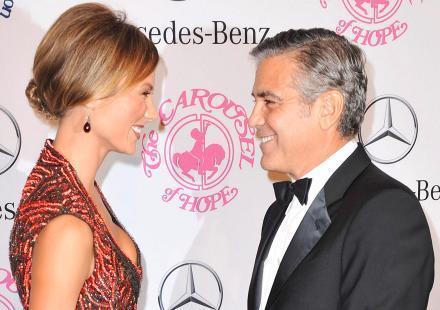 George Clooney choriste de Neil Diamond pour la bonne cause !