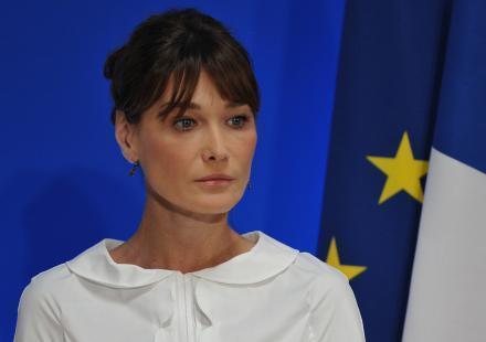 "Carla Bruni-Sarkozy : ""On m'a fait passer pour une idiote"""