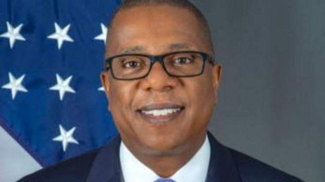 Le parti au pouvoir au Zimbabwe menace d'expulser l'Ambassadeur américain