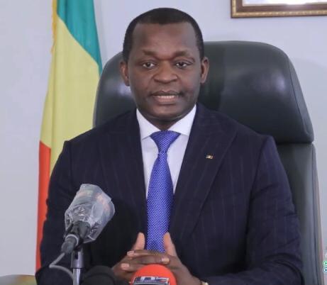 Transports aériens: le ministre Alioune Sarr remet un chèque de 18.300.000 Fcfa aux ex travailleurs de Senegal Airlines