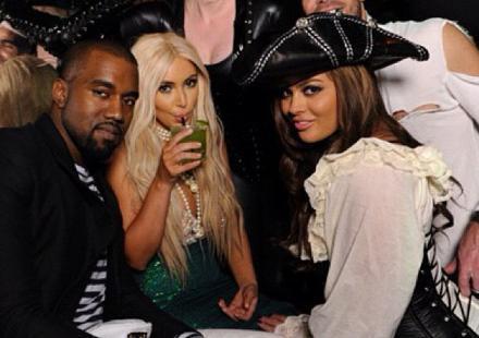 Kim Kardashian : Kanye West l'adore avec sa perruque blonde à 2 000 dollars !