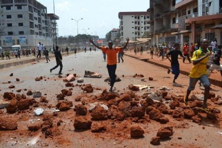 Guinée : des populations en colère incendient une gendarmerie dans le Sud-Est