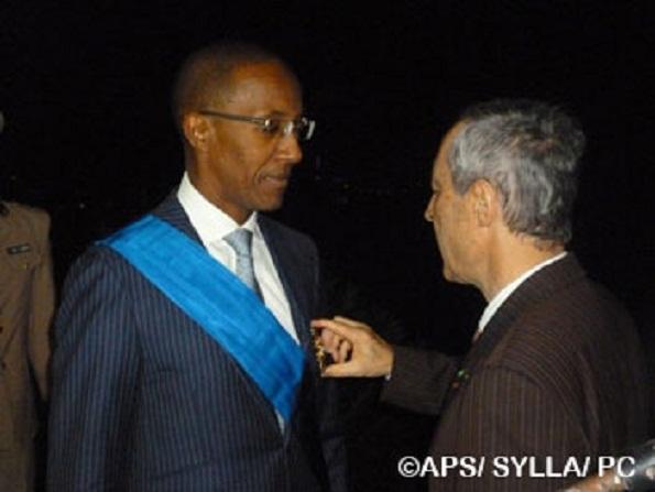 Décrié par certains, primé par d'autres : Abdoul Mbaye, décoré de la grand-croix de l'Ordre national du mérite français