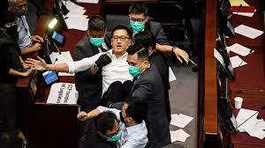 À Hong Kong, deux parlementaires de l'opposition arrêtés