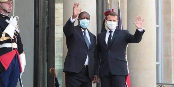 Présidentielle ivoirienne: Macron suggère à Ouattara de procéder à un report afin de lui permettre ainsi qu'à Gbagbo et Bédié de se retirer, le chef d'État ivoirien dit niet