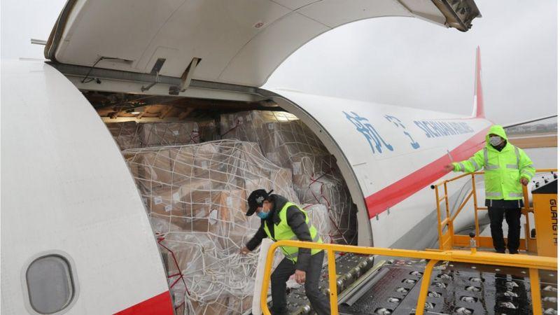 Vaccin Covid : 8000 jets géants nécessaires pour délivrer des doses dans le monde, selon l'IATA