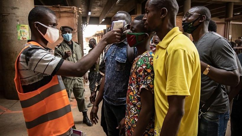 Au Burkina Faso, des dizaines personnes testées positives au Covid s'enfuient